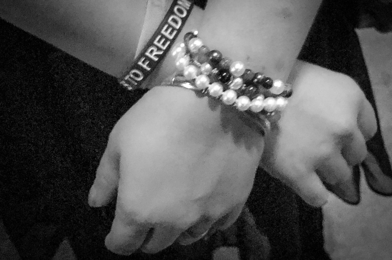 cuffs_